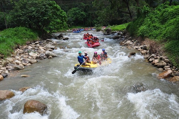 [تصویر:  phuket-White-water-rafting-2.jpg]